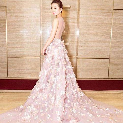 刘诗诗一身红惊艳亮相 她穿这套礼裙真是美翻了