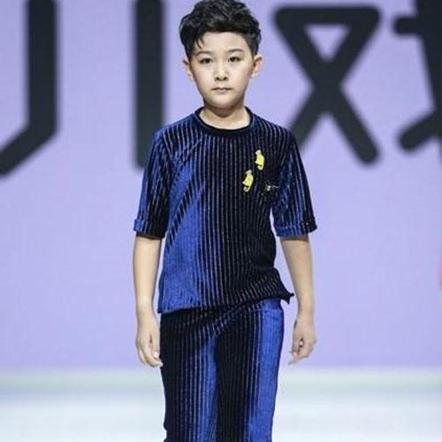 儿戏童装发布成人礼时装秀