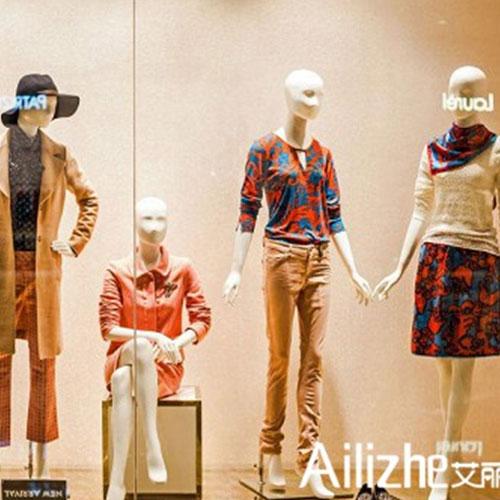 服裝店櫥窗陳列怎么做? 關鍵在于模特的陳列