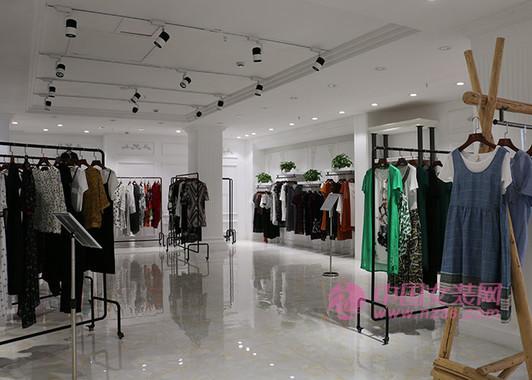 新手必看 品牌折扣女装加盟店与免加盟的优缺点(图1)