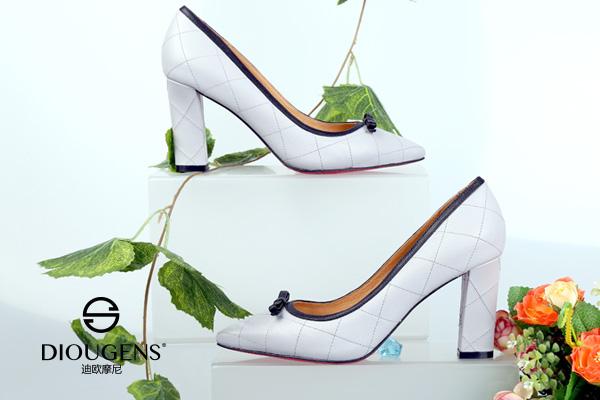 迪欧摩尼男女鞋品牌代理加盟:一个优异的进货渠道