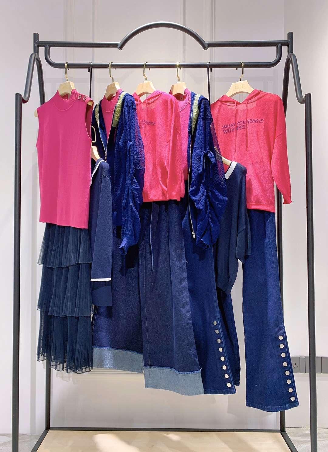 璞秀品牌折扣服饰女装店货源的现代浪漫
