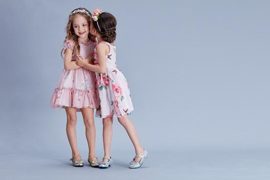 换上漂亮春装 安娜与艾伦美上加美