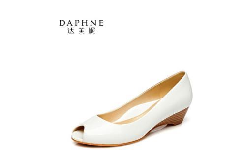 达芙妮女鞋品牌尽显时尚女性足下精彩