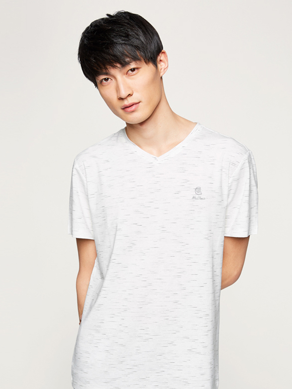 海澜之家时尚条纹T恤