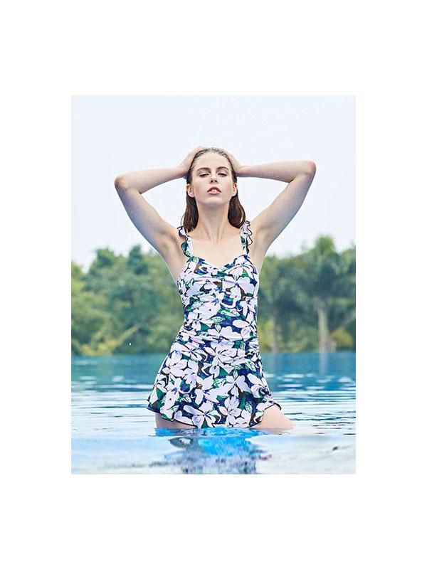 奔趣春夏泳装展示