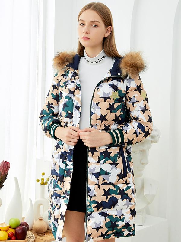 朵以2019冬装新款大毛领中长款迷彩羽绒服