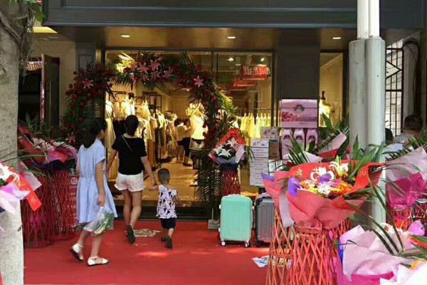 UZZU女裝店鋪展示