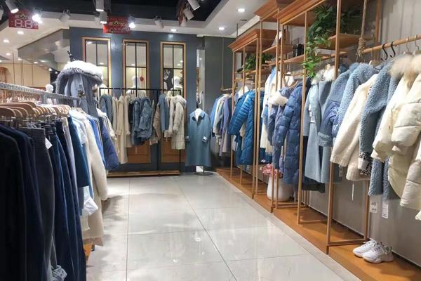 衣艾女装店铺内景陈列展示